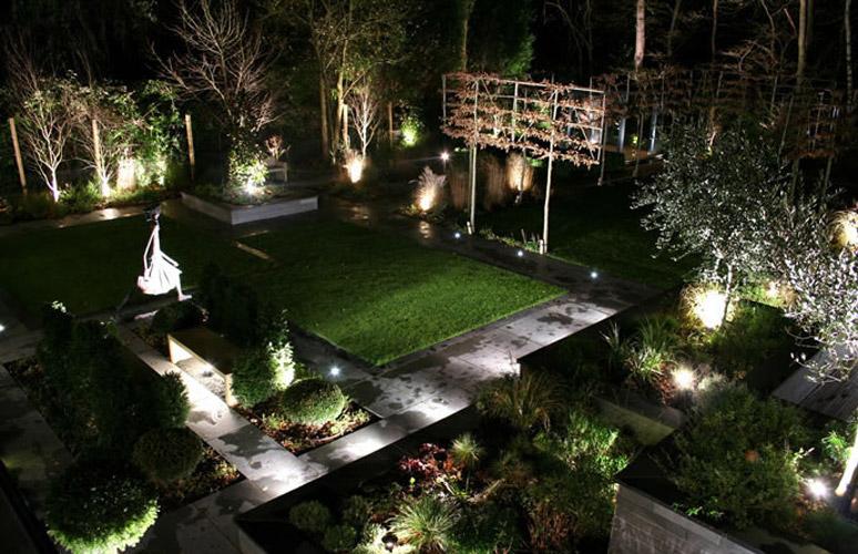 http://oswietlenie-domu.com/wp-content/uploads/2011/07/garden-led-lighting.jpg
