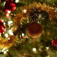 Jak przechowywać oświetlenie i dekoracje bożonarodzeniowe?